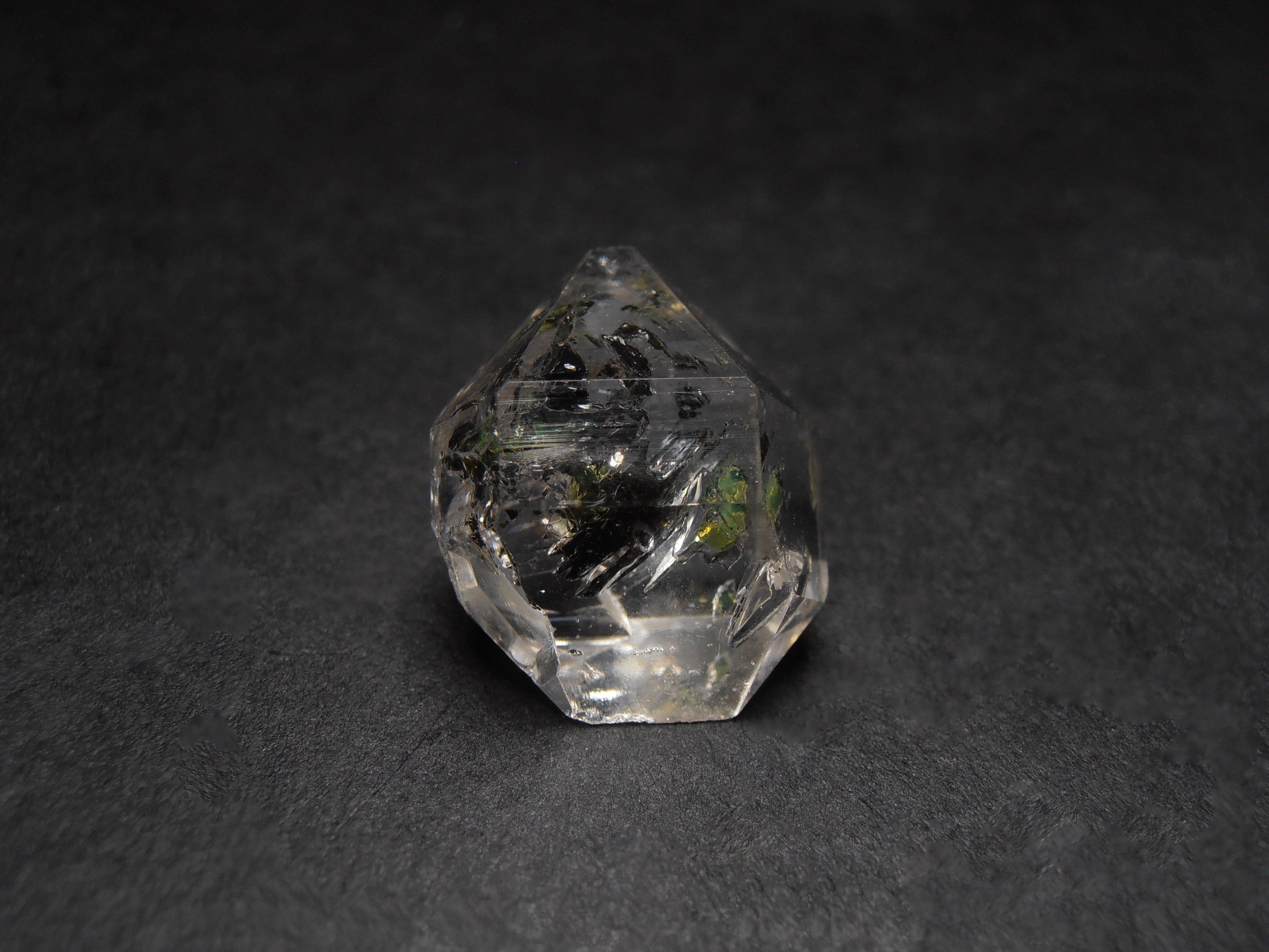 quartz with oil inclusions