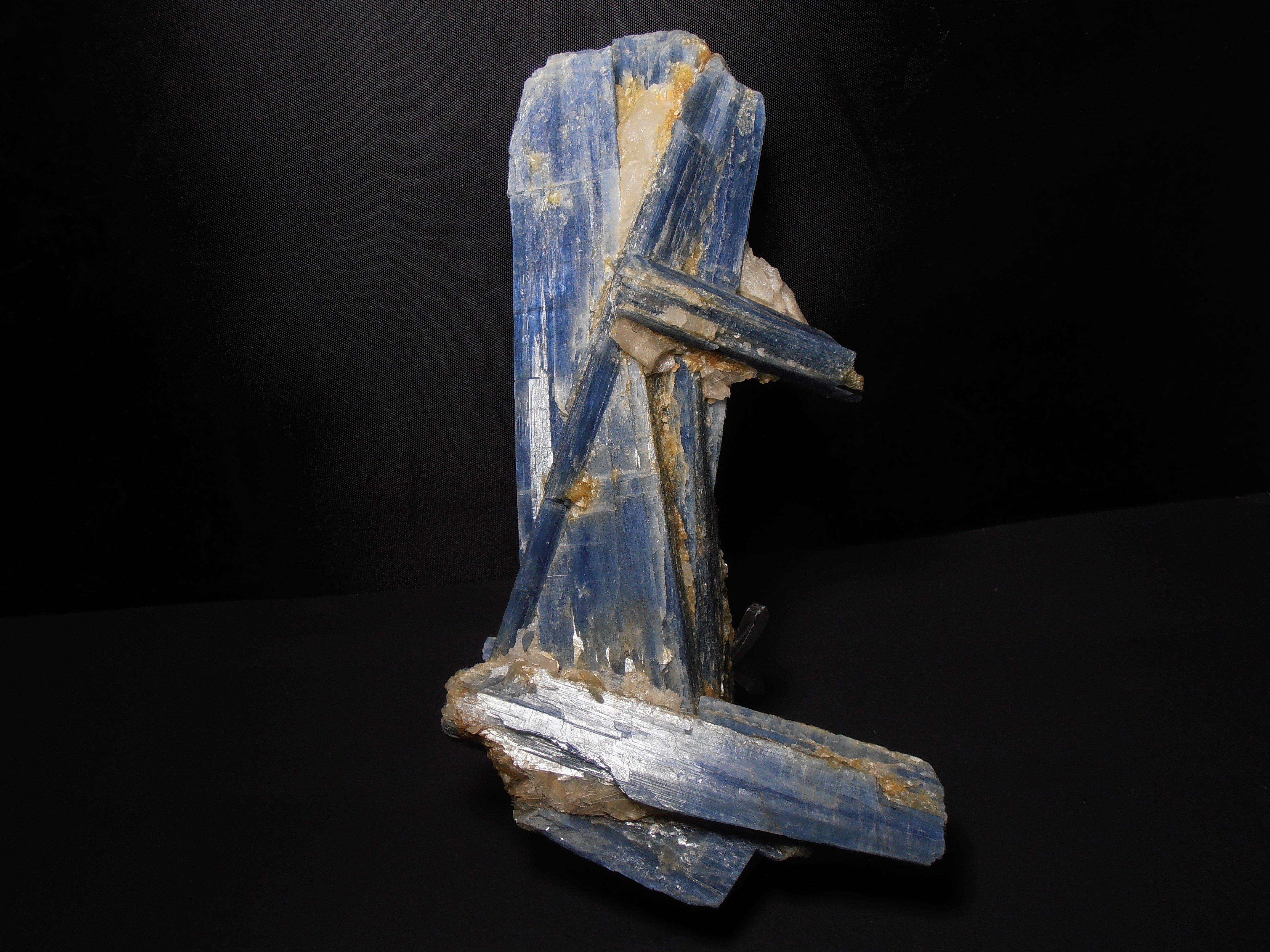 kyanite excellent display