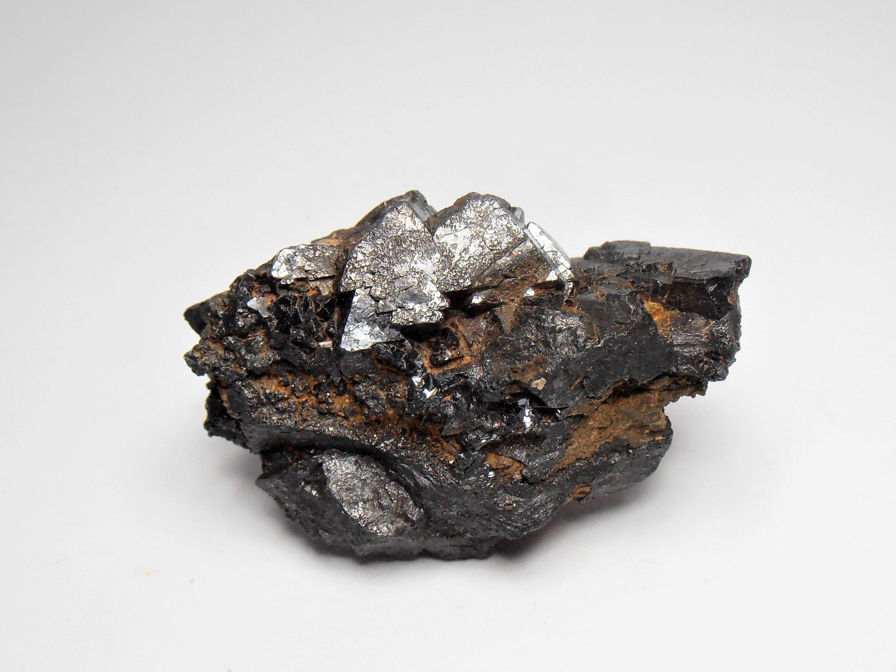 magnetite spinel twins utah