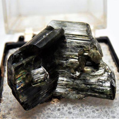 vee twinned actinolite canada