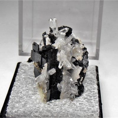 Ferberite and Quartz from the Yaogangxian Mine