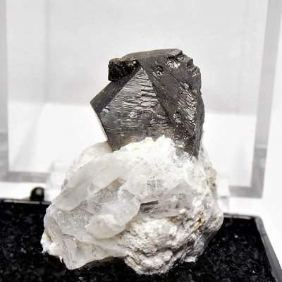 Arsenopyrite - Interpenetrating Twins from the Yaogangxian Mine